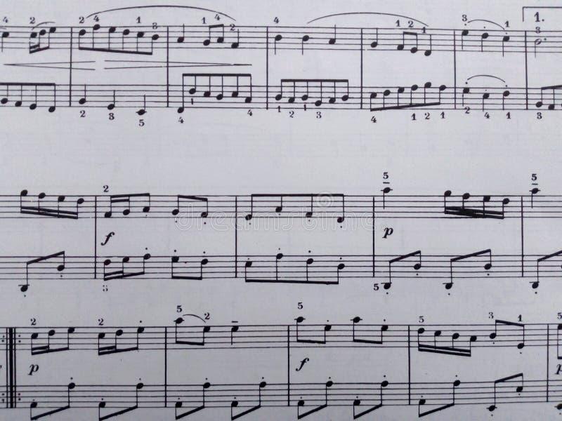 Une feuille de musique simple comme beau fond pour tout ! photo stock