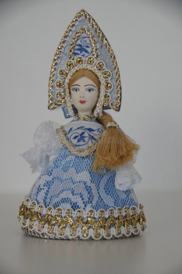 Une figurine d'une jeune fille russe de neige photo libre de droits