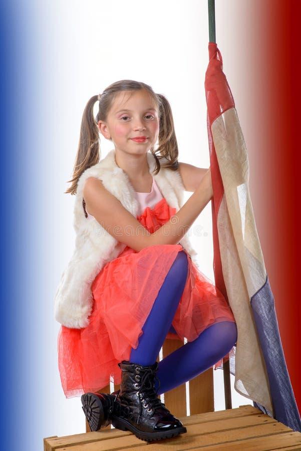 Une fille assez petite avec un drapeau français images libres de droits