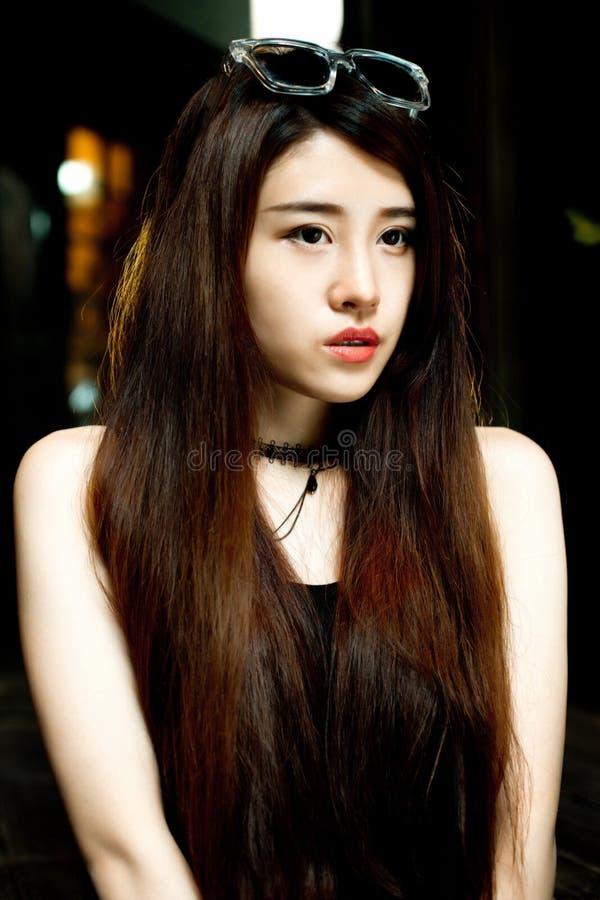 Download Une fille chinoise photo stock. Image du durée, couloir - 56483498