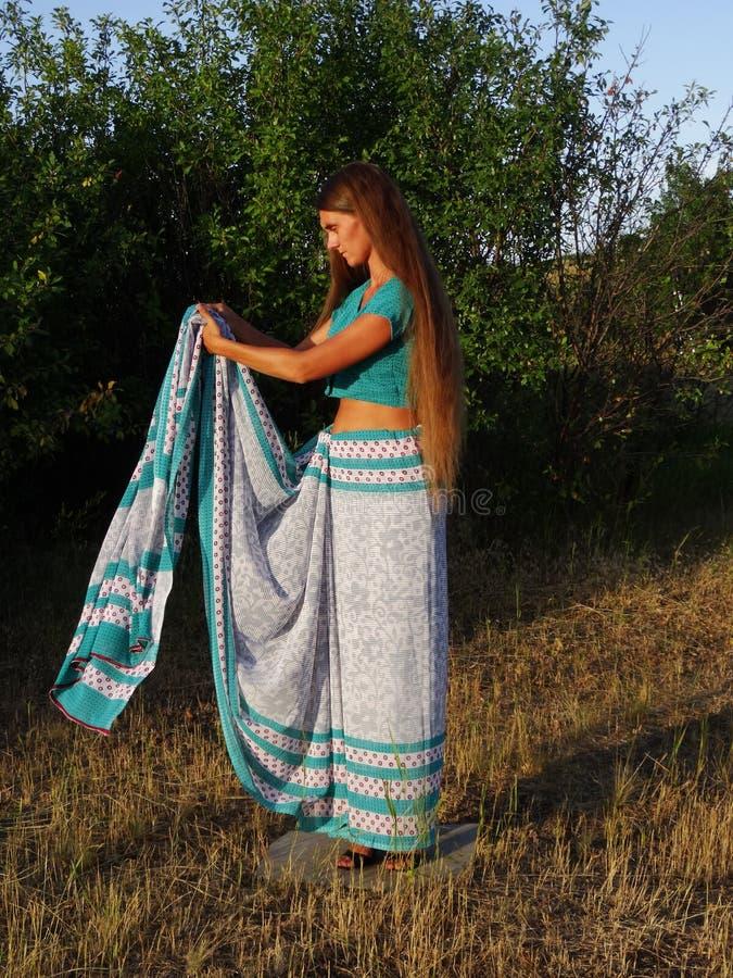 Une fille dans le sari photos libres de droits