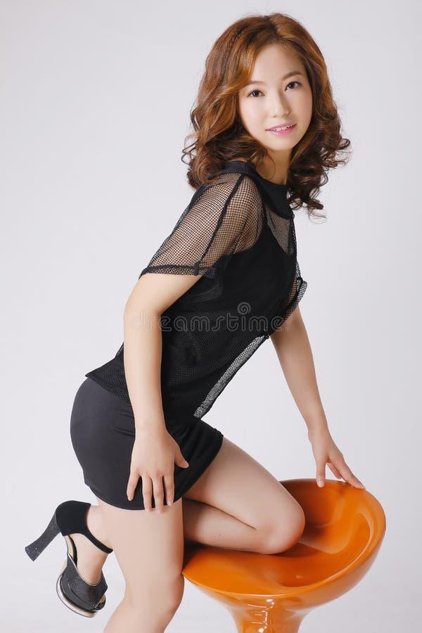 Une fille de mode avec les visages asiatiques image stock