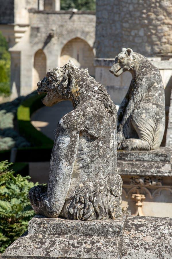Une gargouille dans le jardin de DES Milandes de château ; un château dans le Dordogne photo libre de droits