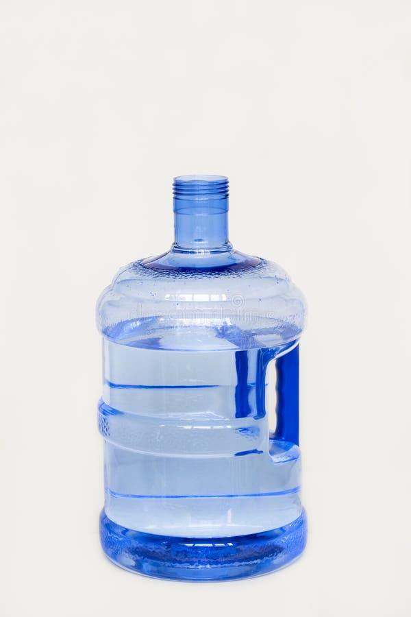 Une grande bouteille de l'eau potable photos stock