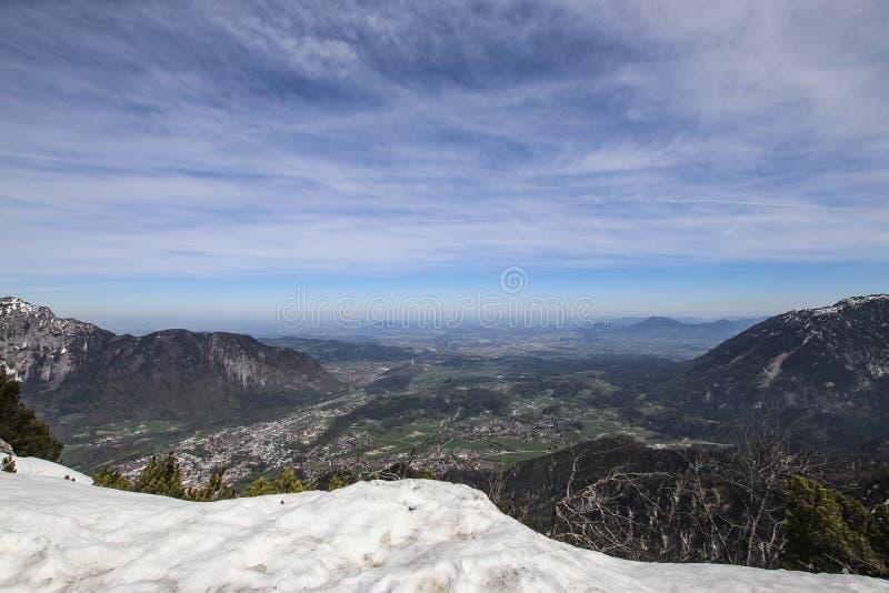 Une grande photo panoramique des alpes autrichiennes R?gion de Salzkammergut images stock
