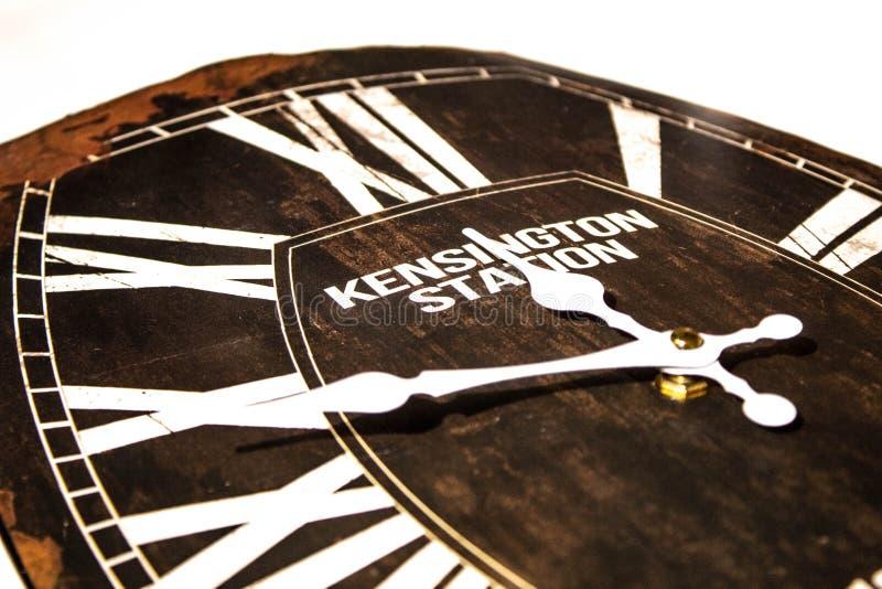 Une horloge de cru avec l'oxid images stock