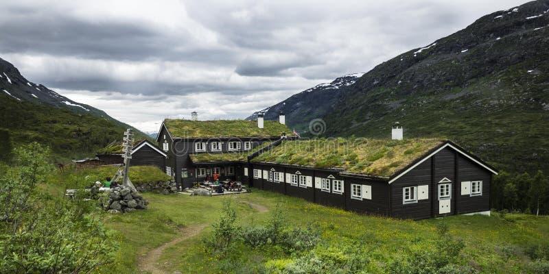 Une hutte de touristes dans les montagnes images libres de droits