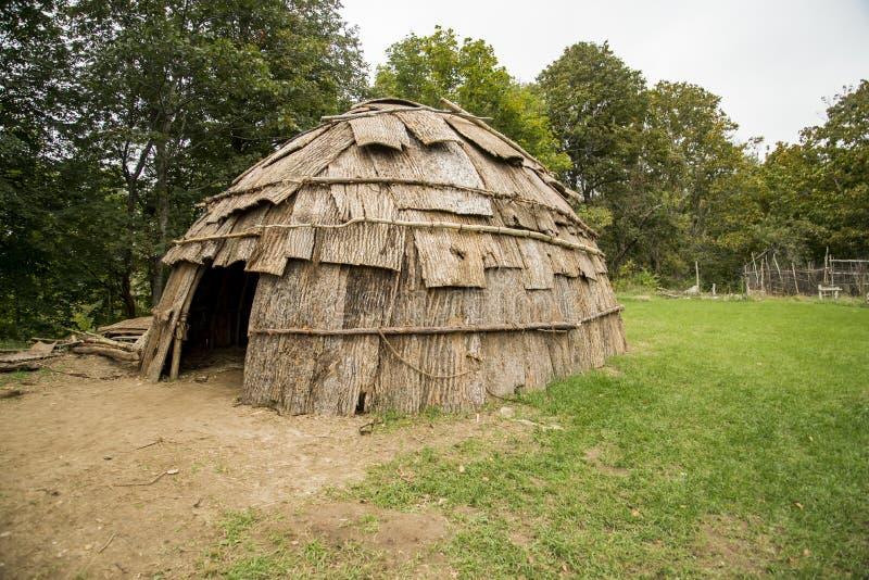 Une hutte indienne à la plantation de Plimoth dans Plymouth, mA photo libre de droits
