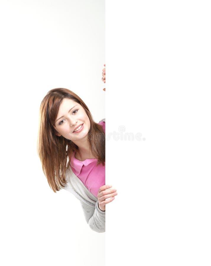 Une jeune adolescente retenant un drapeau blanc image stock