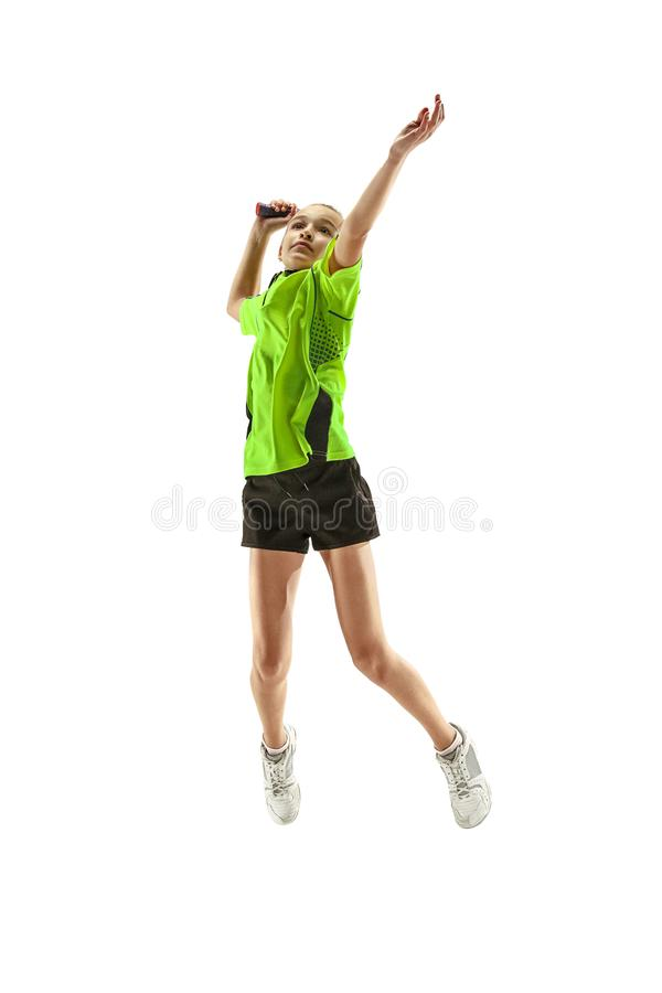 Une jeune femme caucasienne de fille d'adolescent jouant le joueur de badminton d'isolement sur le fond blanc photographie stock