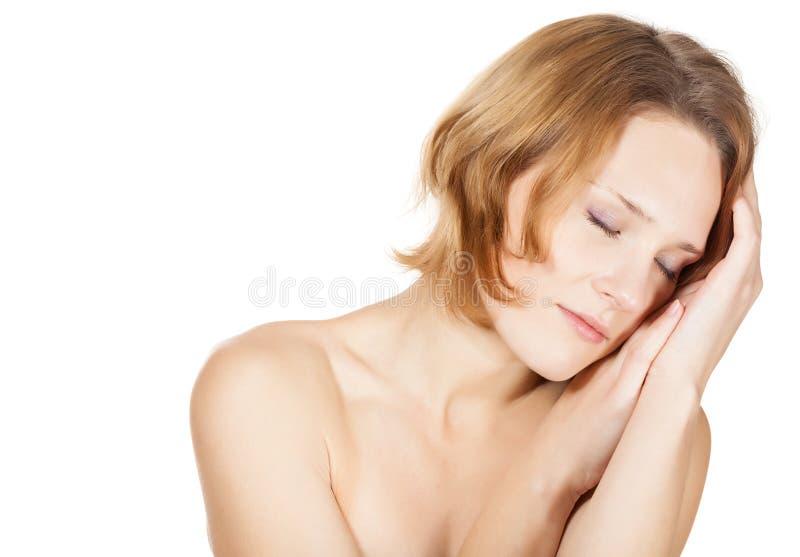 Une jeune femme dans un studio image stock