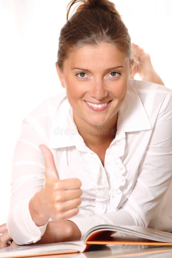 Une jeune femme heureuse photo stock