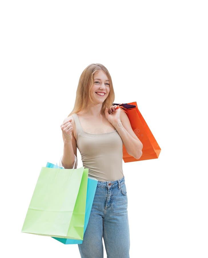 Une jeune femme heureuse avec les paniers colorés des boutiques de fantaisie photos libres de droits