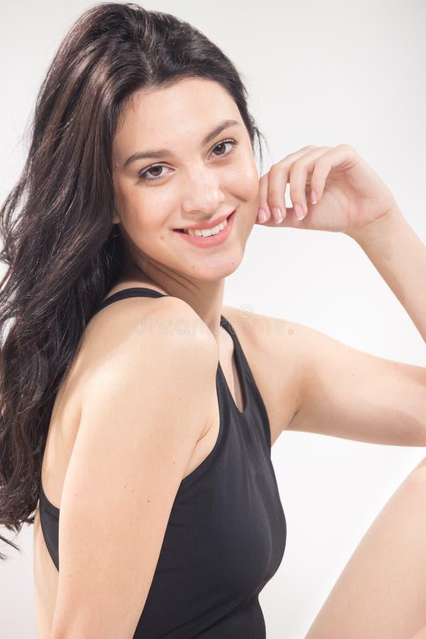 Une jeune femme, maillot de bain, fond blanc photos stock