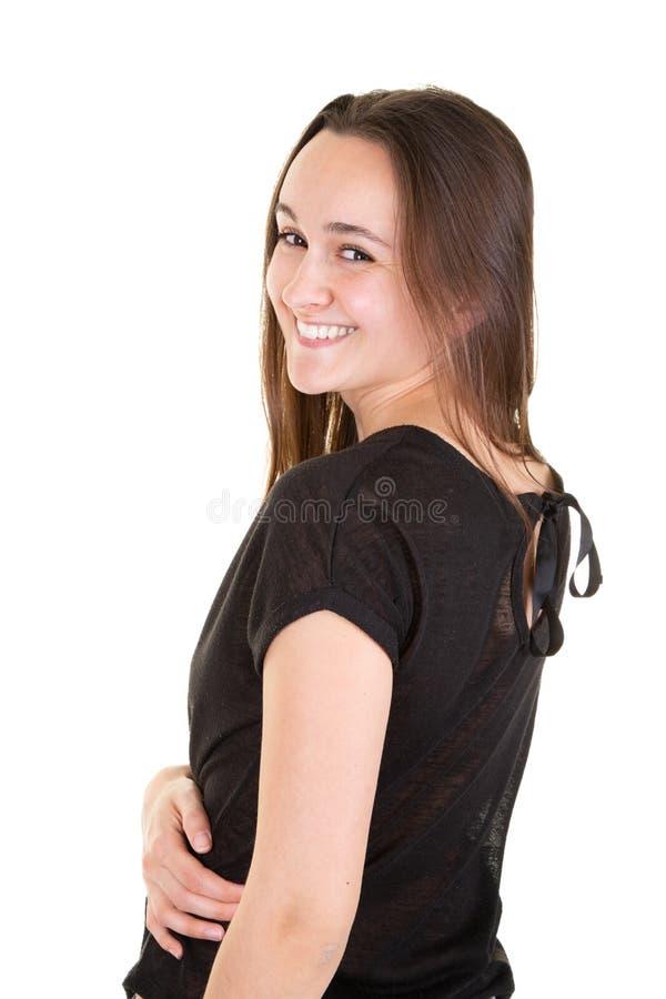 Une jeune femme souriant dans des vêtements noirs de mode sous le fond blanc images libres de droits
