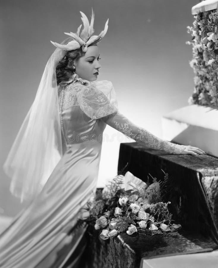 Une jeune mariée éblouissante (toutes les personnes représentées ne sont pas plus long vivantes et aucun domaine n'existe Garanti image stock