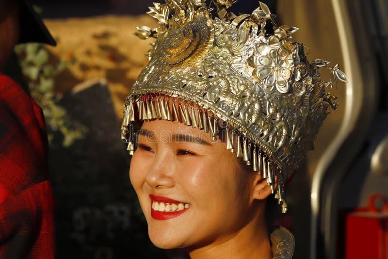 Une jeune mari?e avec une robe traditionnelle, Shu-il est le village o? les jeunes mari?s viennent pour ?tre photographi?s, Shu-i images libres de droits