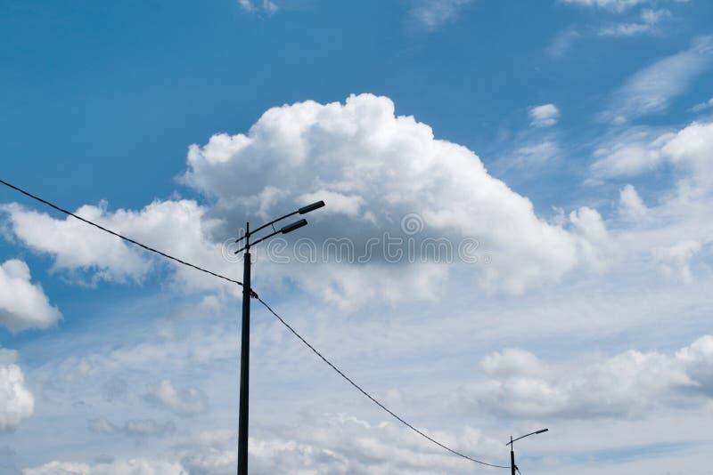 Une lampe de nuit combinée avec un nuage image stock