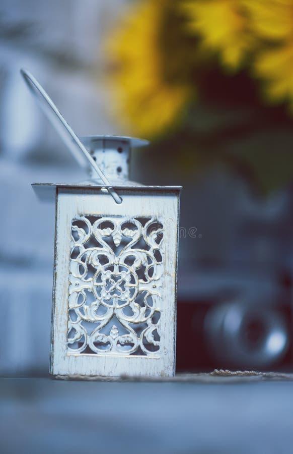 Une lanterne antique avec beaucoup d'éléments Foyer sélectif image stock