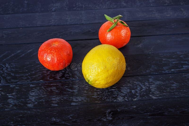 Une lemone et mandarine deux photos libres de droits