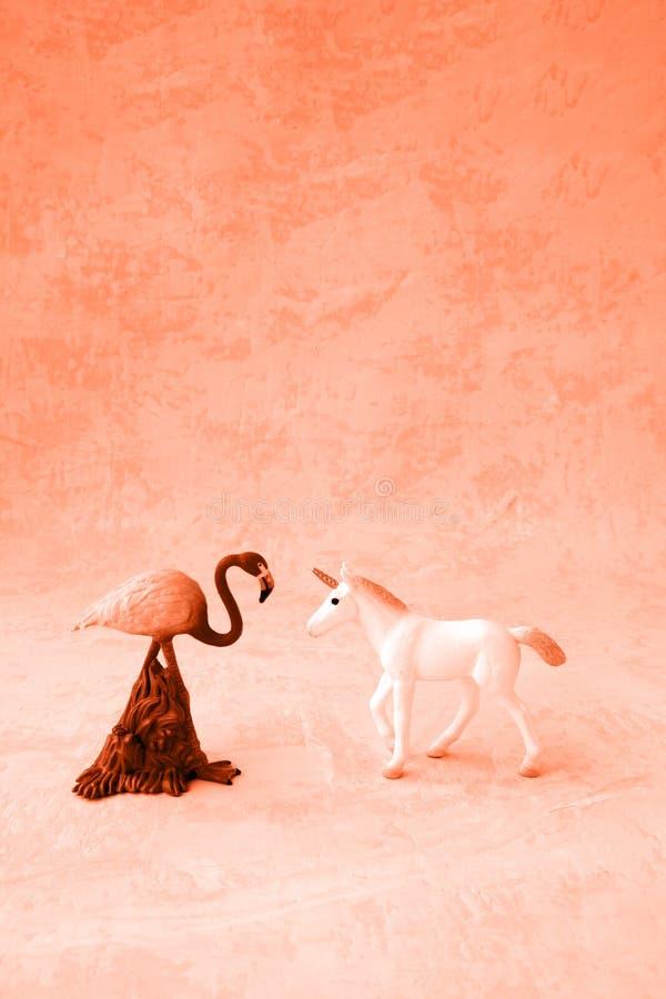 Une licorne et un flamant images stock