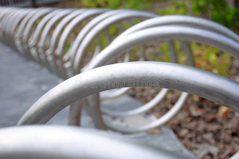 Une ligne de pointe de serre-roues circulaires en acier inoxydable pour bicyclettes image libre de droits