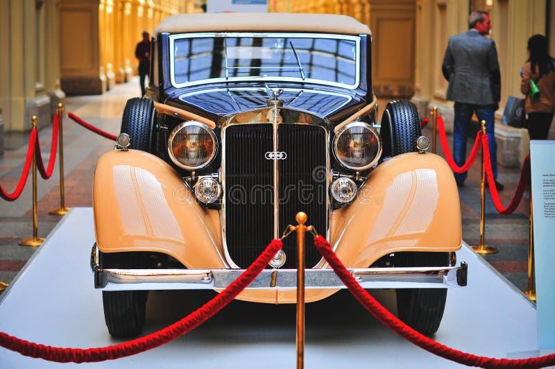 Une limousine allemande de Horch 830 BL Pulman de voiture exhibée dans le GYMNASE, Moscou image stock