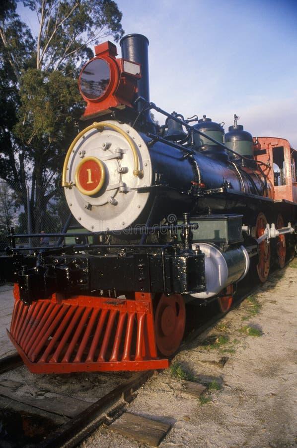 Une locomotive à vapeur démodée, le numéro de moteur un Mariposa, est sur l'objet exposé au musée de transport de ville de voyage photos libres de droits