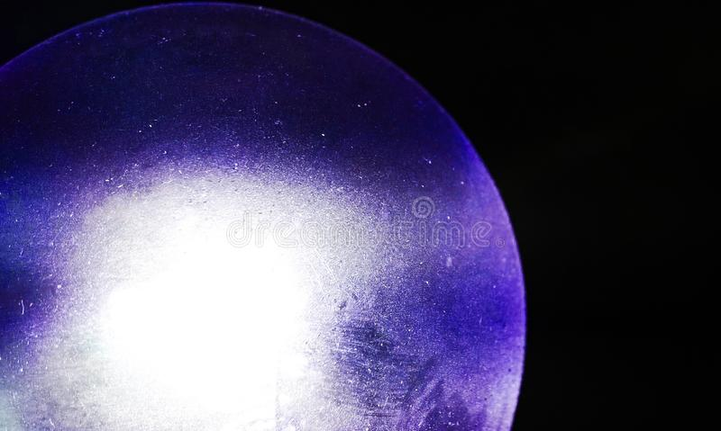 Une lueur vacillante bleue photographie stock