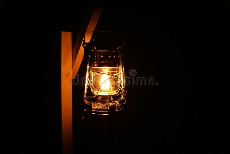 Une lumière dans l'obscurité photographie stock