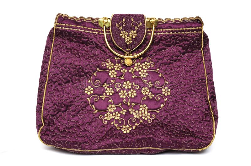 Une main colorée par rouge marron de dames portent le sac à main images libres de droits