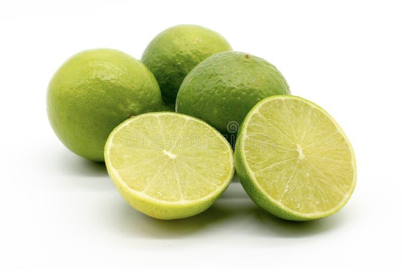 Une main compl?tement des citrons images stock