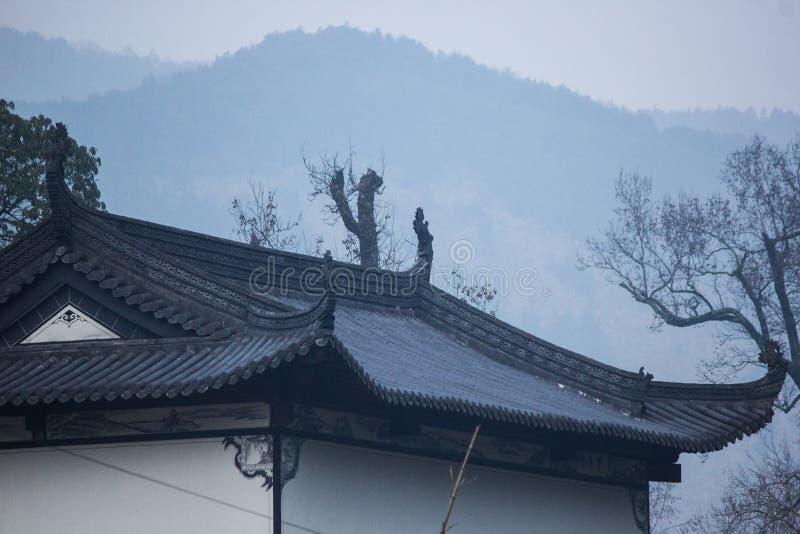 Une maison dans les montagnes photo libre de droits