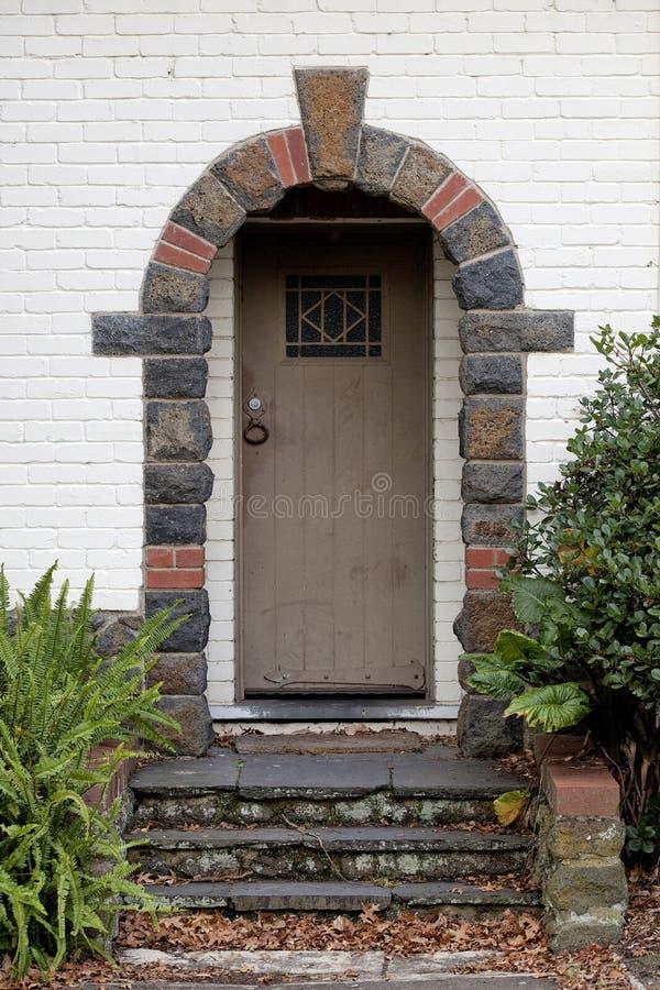 Une maison de rapport plus ancienne de stuc photo libre de droits