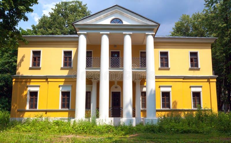 Une maison rêveuse avec des colonnes photographie stock