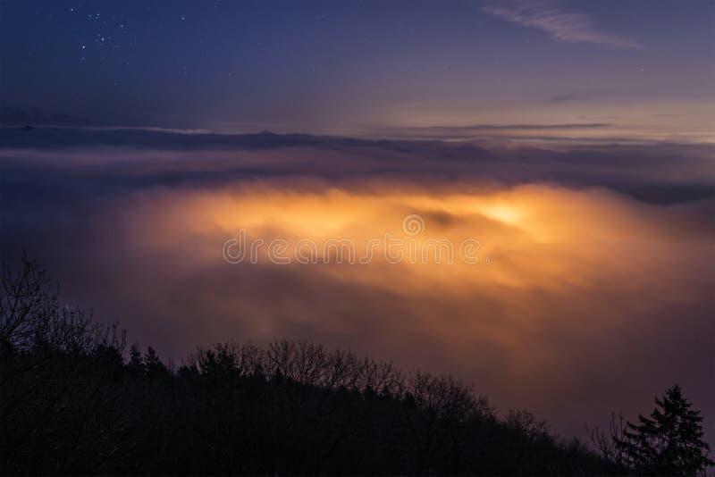Une mer des nuages, Varèse image stock