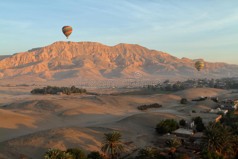 Une montgolfière images libres de droits