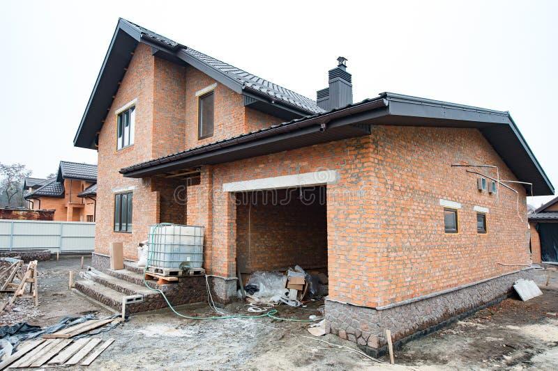 Une nouvelle maison étant construite photo stock