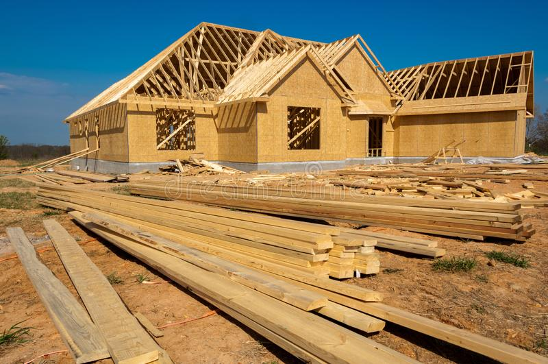 Une nouvelle maison en construction image libre de droits