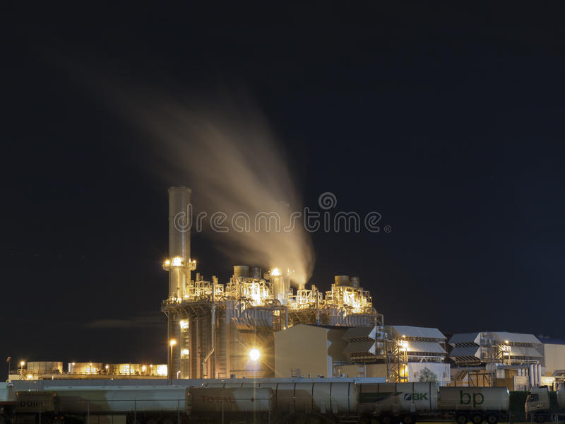 Une nuit à l'industrie de Rotterdam photo stock