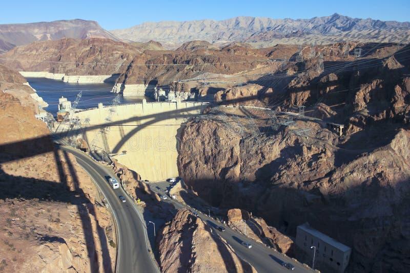 Une ombre de pont de Tillman moulée sur le barrage de Hoover images stock