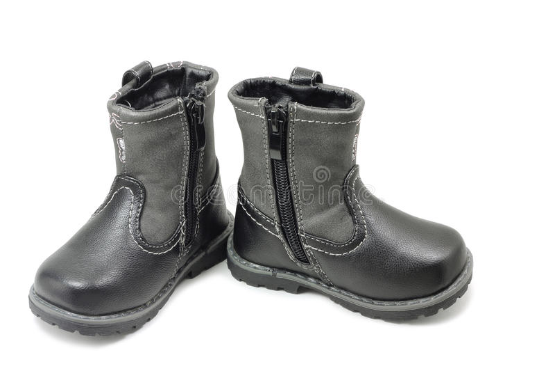 Une paire de bottes d'hiver du ` s d'enfants photo stock
