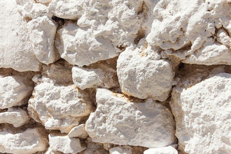 Une partie d'un mur en pierre, pour le fond ou la texture photo stock