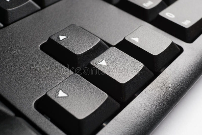 Une partie de clavier d'ordinateur noir moderne avec des touches de déplacement du curseur images libres de droits