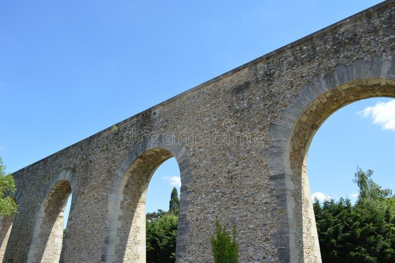 Une partie de construction d'aqueduc dans Louveciennes photo libre de droits