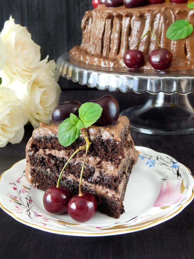 Une partie de gâteau de chocolat photos libres de droits