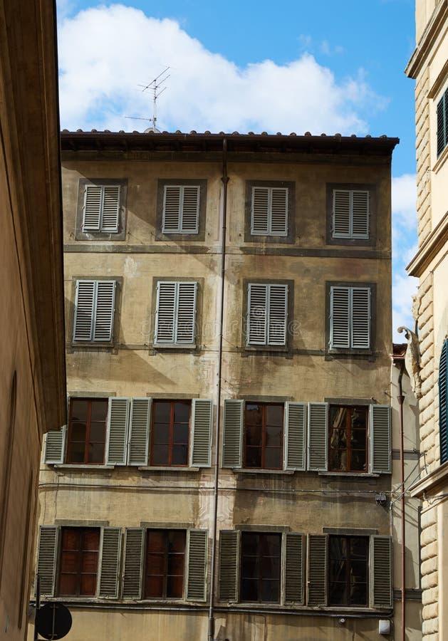 Une partie de la façade du vieux bâtiment photo stock