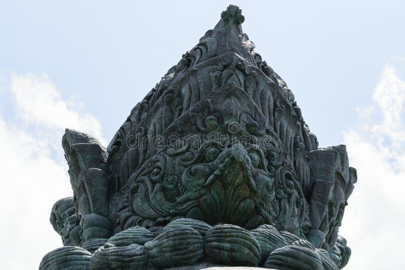 Une partie de sculpture en bronze traditionnelle en Bali dans la forme de l'aigle images stock