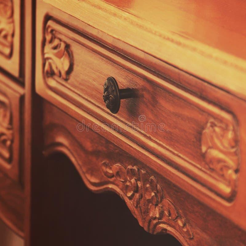 Une partie de table antique en bois photographie stock