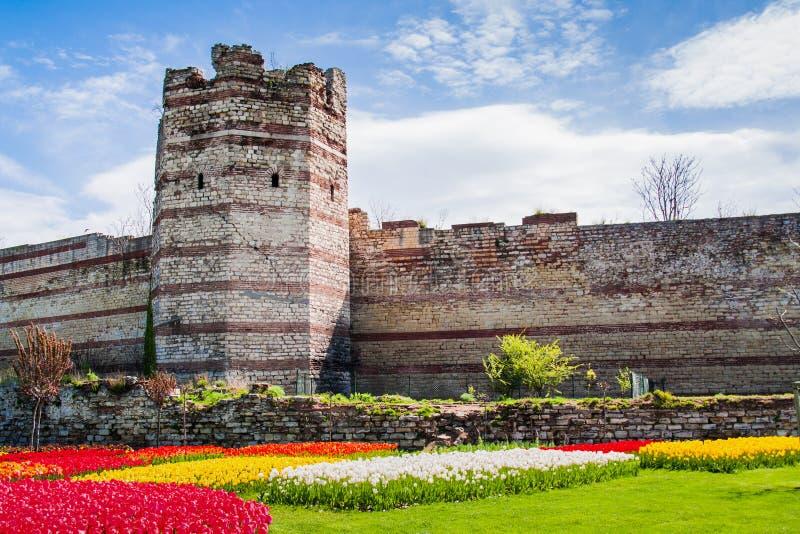 Une partie des vieux murs de Constantinople photo stock